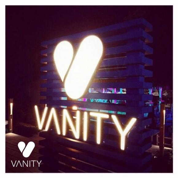 VANITY BEACH BAR